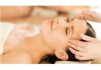 טיפול יופי מלא ומקיף לפנים זוהרות ולהחייאת העור הכולל מסכת זהב עיסוי והחדרת לחויות וויטמינים, בהרצליה, רק ב-139 ₪ במקום 350 ₪!