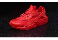 נעלי ריצה לנשים של נייקי מדגם Air Huaracheהבנוי מסוליית גומי השומרת על שיווי משקל ומונעת שחיקה !