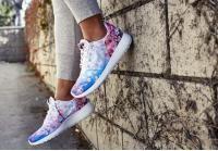 נעלי נייקי לנשים מדגם ROSHE ONE CHERRYהאופנתיהמספק קלילות, גמישות וגפה רכה העוטפתהיטב את כף הרגל !