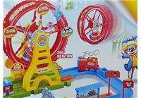משחק לונה פארק עם רכבת חשמלית וגלגל ענק