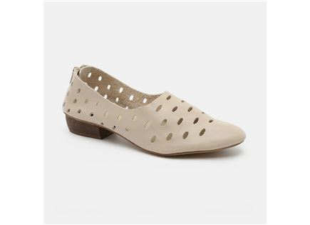 Seventy Nine - נעלי עקב נמוך בצבע בז' בד